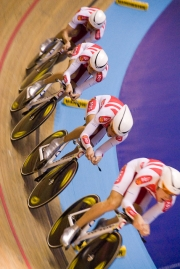 Team Pursuit. Track Cycling World Cup. Manchester Velodrome. 01/11/2008. Nikon D200 - 1/160 sec @ f5.6, ISO 1400 (0945_0149.jpg)