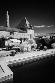 Gite & pool, with infra-red filter